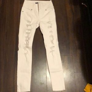 White skinny high rised ripped jeans